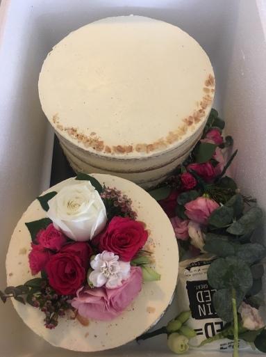 2 tiered Wedding Cake (Burnt Butter Vanilla & Fresh Flowers)