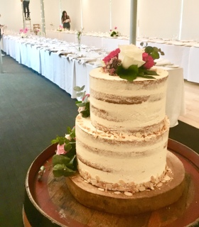2 tiered Wedding Cake (Burnt Butter Vanilla & Fresh Flowers)